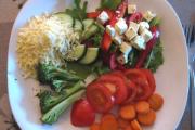 Salat með spergilkáli og mosarella osti